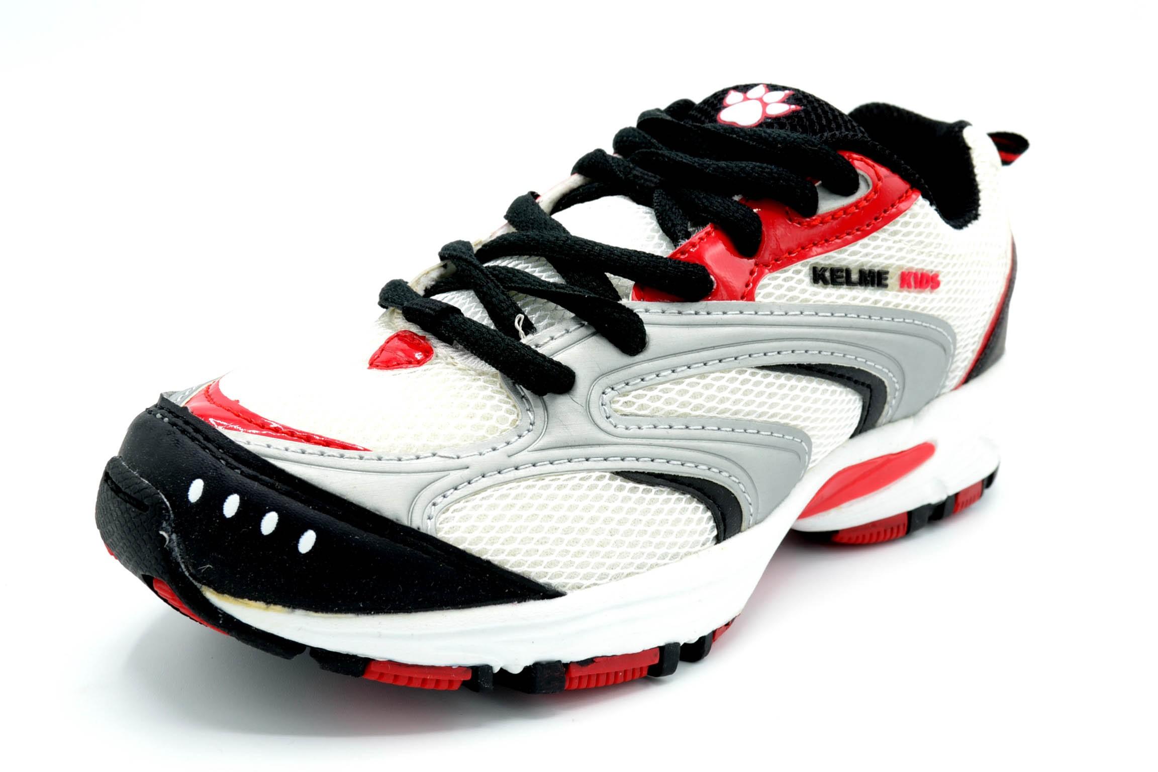 de34510fa5e Kelme Storm blanco/negro - Zapatilla deportiva running para niño - La Gran  Zapateria